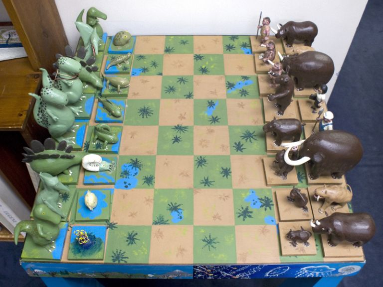 (Evolutionary Chess Set).