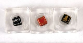Die kleinstein Bücher der Welt, in 7 Sprachen (The Smallest Books in the World, in 7 Languages).